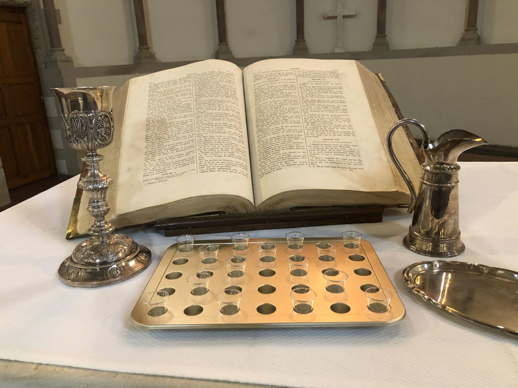 Table de communion au Temple Neuf